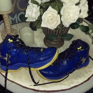 Under armour boys steph curry shoes size 5.5 youth